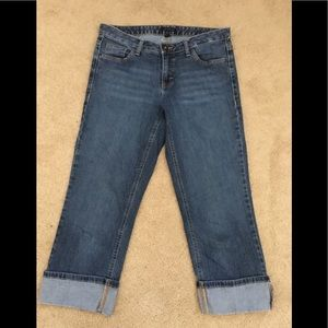 Like new!! Cropped jeans